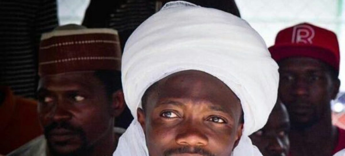 (Video) Hear what a pastor told Ahmed Musa while burying his mother at Afuze