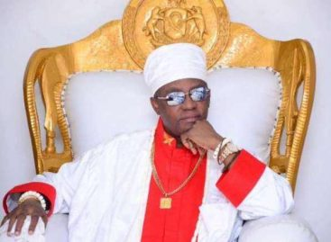 Oba of Benin 'swears' for yahoo boys who steal pants