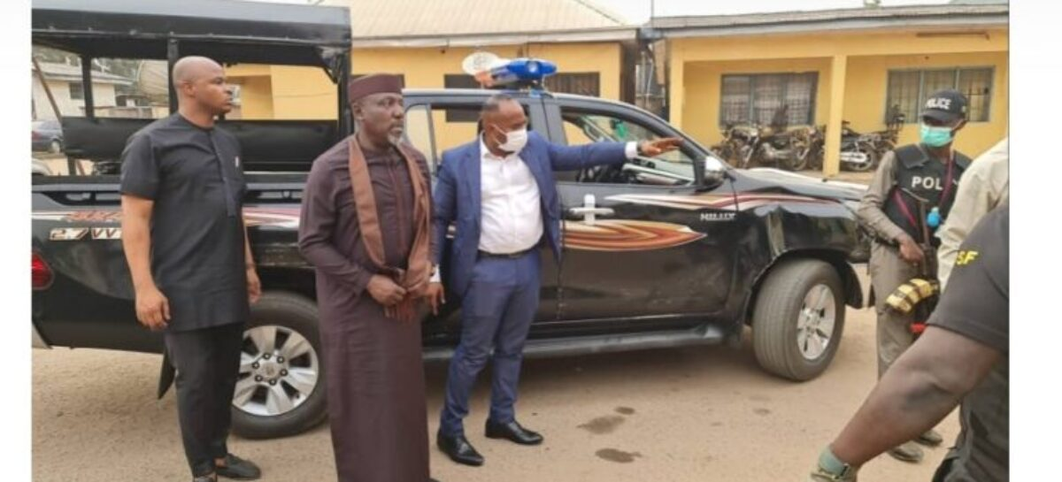 Battle of the Titans! Current Governor, Uzodimma arrests former Governor, Rochas in Owerri