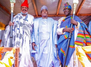 GOVERNOR LALONG BREAKS 33 -YEAR TRADITIONAL STOOL JINX; INSTALLS 2 2ND CLASS RULERS IN QUA'AN PAN & VISITS BURNT NAMU YAM MARKET