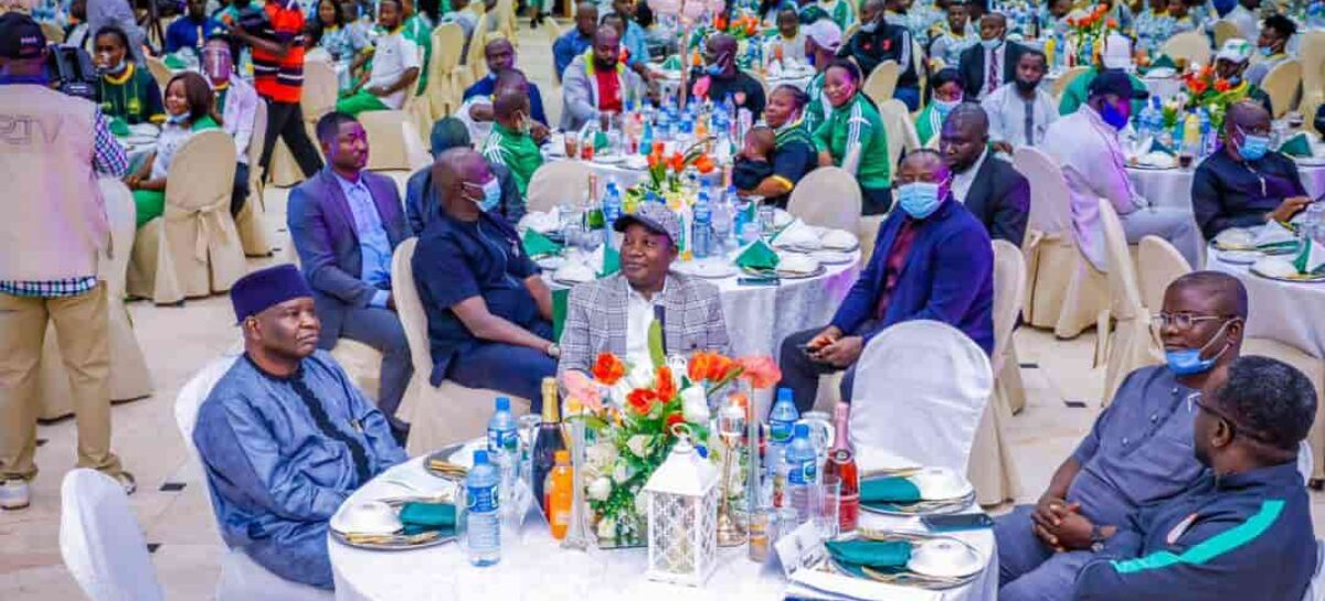 Lalong showers millions on Plateau contingent to Edo 2020